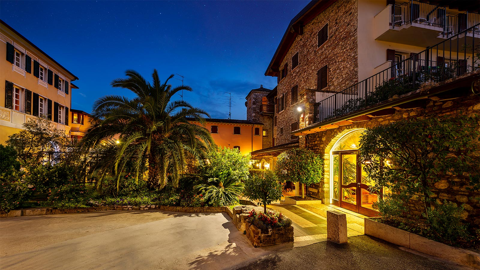 Beautiful starry night at Hotel Toscolano Maderno
